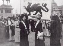 Women's_Suffrage_Pilgrimage_in_Cathays_Park,_Cardiff_1913